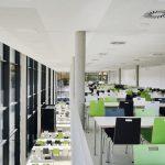 Speisesaal: Der Luftraum verbindet beide Ebenen und ermöglicht Blickbeziehungen. Bild: Eppendiller + Gnegel Designer, Münster