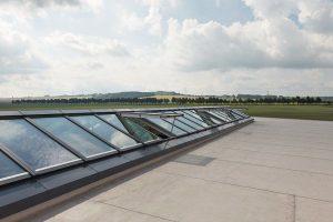 Die neuen Velux Modular Skylights ermöglichen noch größere Glasflächen als bisher – für maximalen Lichteinfall. Bild: Velux Deutschland GmbH
