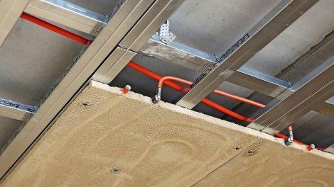 Klimadecke aus Lehm - Aufbauhöhe von 3 bis 3,5 cm. Bild: WEM
