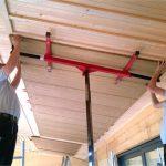 Klimadecke aus Lehm im Holzhaus. Bild: WEM