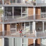 Außenflächen mit Sichtschutzelementen aus Streckmetall des Wohn- und Geschäftskomplex in Kopenhagen
