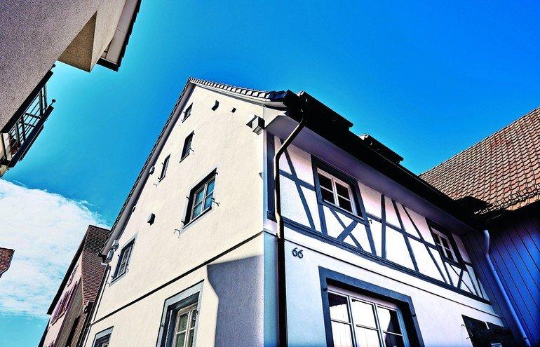 Fachwerkhaus-Sanierung mit kapillaroffener Innendämmung. Bild: Knauf Aquapanel/Ekkehart Reinsch
