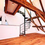 Wendeltreppe in einem Dachstuhl. Bild: Knauf Aquapanel/Ekkehart Reinsch