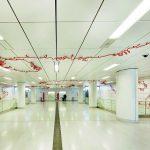Deckensysteme mit Funktion und Design für U-Bahnhöfe. Bilder: Lindner-Group