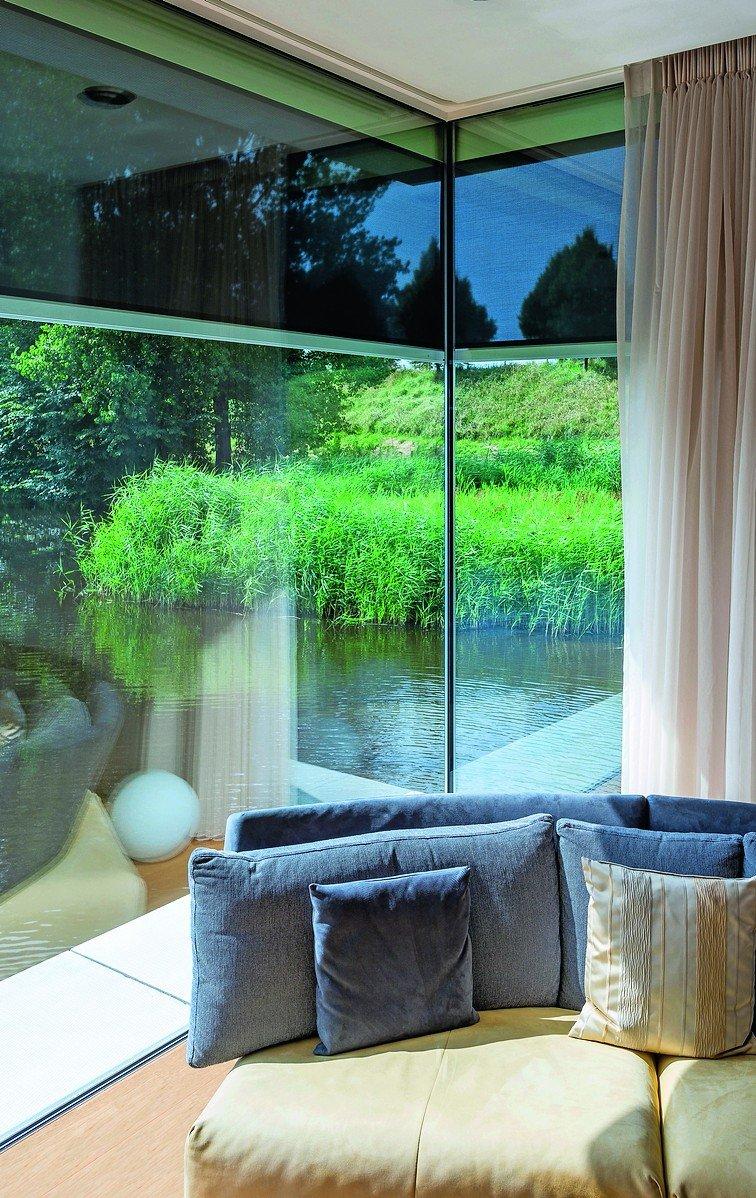 neubau eines wohnhauses in goes niederlande ber eck senkrechtmarkise mit rei verschluss. Black Bedroom Furniture Sets. Home Design Ideas