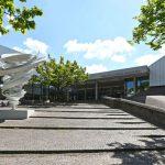 """Die Skulptur """"Another Twister"""" der amerikanischen Bildhauerin Alice Aycock wurde vor dem Haupteingang des Sprengel Museums realisiert. Bild: Schörghuber"""