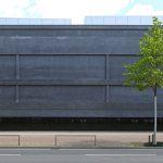 Schwarze Betonfassade eines Museums. Bild: Schörghuber