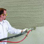 Spritzputz wird aufgetragen. Bild: Saint-Gobain Weber GmbH