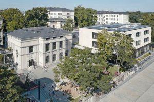 Kreative Putztechnik für Fassaden von Grundschule und umgebautem Hort. Bild: W&V Architekten