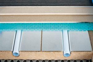 Schnitt durch eine Fußbodenheizung. Bild: herotec GmbH