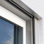 Fenster mit integriertem Rollladen-Aufsatzkasten. Bild: Roma