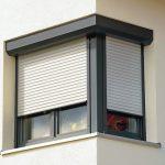 Fenster mit Vorbaurollladen. Bild: Warema