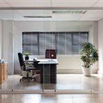 Elegantes Glas-Schiebe-System zur Raumteilung - reibungsloses Öffnen und Schließen. Bild: Sunflex