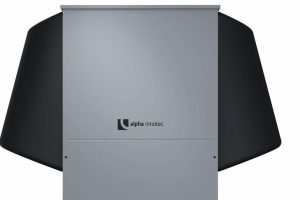 Energieeffizienz mit modernem Design: Luft/Wasser-Wärmepumpe: alira LWDV von Alpha Innotec eignet sich zur Außenaufstellung. Bild: Alpha Innotec
