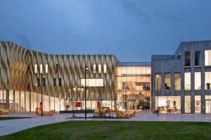 Kulturzentrum im niederländischen Tiel mit Aluminiumfassade