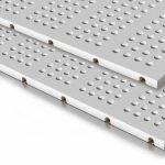 Die 8-mm-Blocklochung der Gipsfaserplatten schleust den Schall durch die Konstruktion. Bild: Variotherm
