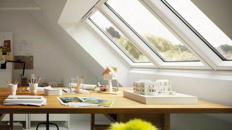 """Das Studio-Fenster """"3 in 1"""" von Velux hat besonders schlanke Profile und sorgt für einen fast uneingeschränkten Ausblick sowie viel Tageslicht im Inneren."""