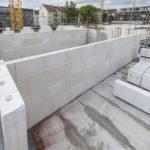 Funktionsgetrennte Außenwände auf der Baustelle