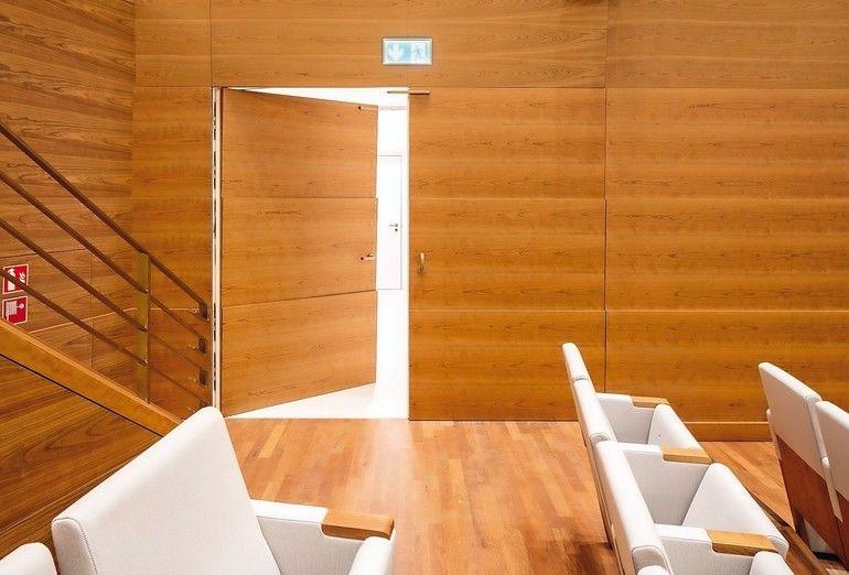 Schallschutztür von Schörghuber in einem Konferenzraum