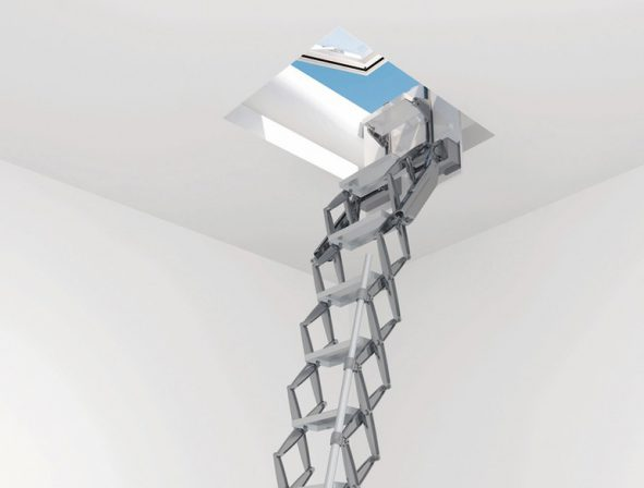 Flachdachausstieg als Kombination von Scherentreppe und Dachoberlicht. Bild: Columbus | Lamilux