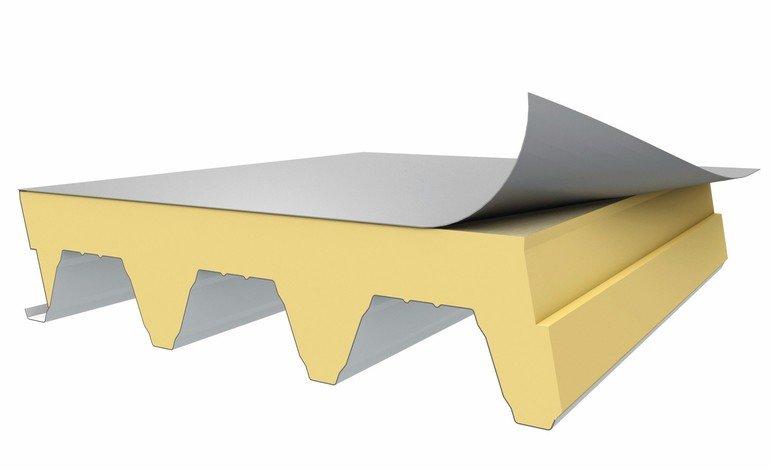 """Stabil, leicht und hochwärmedämmend: """"X-Dek 135"""" von Kingspan ist ein neues, werkseitig vorgefertigtes und vollständig ausgeschäumtes Flachdachsystem."""