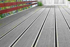 Terrassendiele aus Holzverbundwerkstoff mit allgemeiner bauaufsichtlicher Zulassung. Bild: NaturinForm