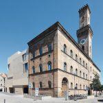 Der Neubau schließt direkt an das historische Rathaus an. Bild: Richard Brink GmbH & Co. KG
