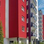Fassadengestaltung mit Akzent: Anthrazit, Weiß und Signalrot. Bild: Brillux, Markus Nilling