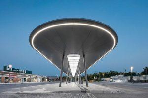 Überdachung mit LED-Beleuchtung für einen modernisierten Busbahnhof in Gelsenkirchen
