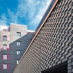 Im EG wurde ein eigens für dieses Projekt entwickelter Sonderformklinker mit Höckerprofil eingesetzt. Bild: Ebba Dangschat
