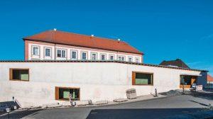 Sichtbeton-Qualität für Erweiterungsbau bei historischem Landratsamt