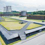 Der Neubau des Parkhauses verfolgt ein außergewöhnliches Konzept: Die Deckenkonstruktion wurde als begrünte Landschaftsplatte angelegt. Bild: Richard Brink GmbH & Co. KG