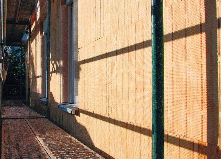 Isolationsmatten auf Hauswand, Rohbau. Bild: Saint-Gobain Isover GmbH