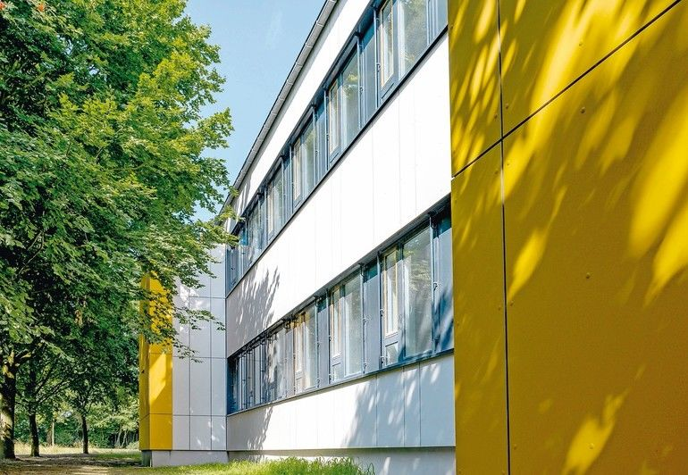 Vorgehängte hinterlüftete Fassade wärmebrückenfrei befestigen: Die VHF-Unterkonstruktion Veco-Isolink zeichnet sich durch äußerst geringe Wärmeverluste aus. Bild: Schöck Bauteile GmbH