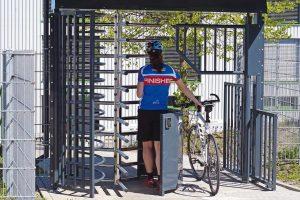 Fahrradtür mit Drehkreuz: Umweltfreundlich zur Arbeit kommen ist heutzutage angesagt, auch die Arbeitgeber müssen darauf reagieren. Bild: ZABAG Security Engineering GmbH