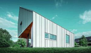 Einfamilienhaus in Polen mit Metallfassade