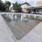Brunnenanlage mit Fontänen am Ernst-Reuter-Platz in Regensburg