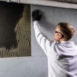 Klimaplatten an der Wand gleichen Feuchtigkeit aus.