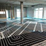 uftkanäle, Airconomy Systemmodul und Heizungsrohre der Fußbodenheizung