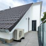 Auf der Dachterrasse konnte platzsparend ein Split-Klimagerät untergebracht werden.
