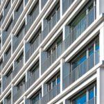 Balkon-Gesimse für Hotelzimmer.