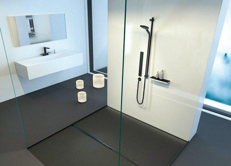 Barrierefreie Dusche mit schmaler Duschrinne. Bilder: Kessel AG