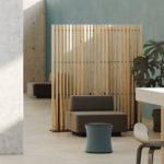 Mit dem vormontierten Raumteiler lassen sich nachhaltige Planungskonzepte in einer durchgängigen Gestaltungsform für innen und außen realisieren. Bild: MOCOPINUS