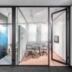 Hinter Glas: Offen und doch separat im Großraumbüro.