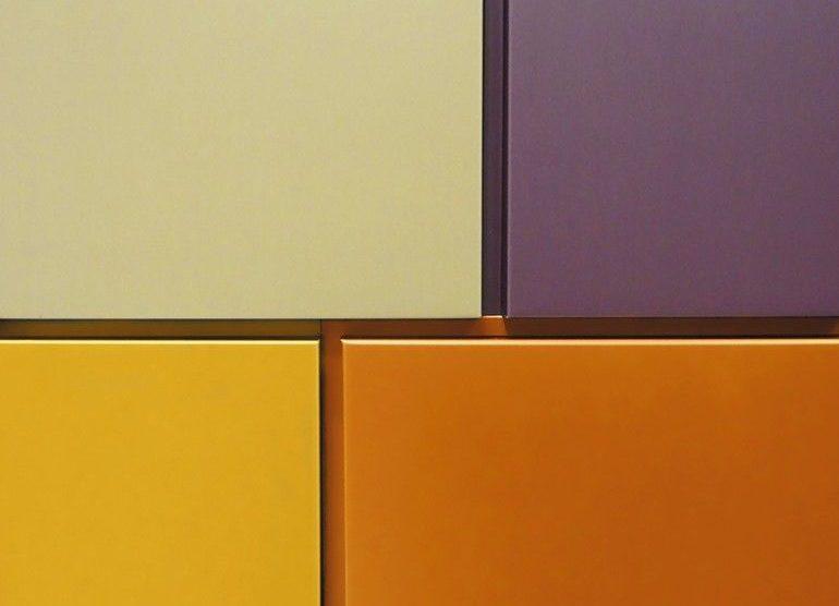 Verschiedenfarbige Wandkacheln