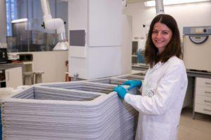 Forscherin beim 3D-Betondruck