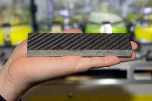 Die Armierung mit Carbonfasern verleiht der Steinplatte eine extrem hohe Festigkeit und ermöglicht damit völlig neue, effiziente Konstruktionen. Bild: A. Battenberg / TUM