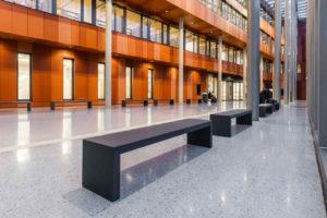 Betonmöbel aus Glasfaserbeton in Uni-Bibliothek