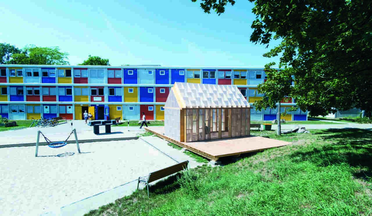 Modulbau-System: Auf dem Flüchtlingsgelände in Berlin-Buch wird das Plug-In als Multifunktionsraum ge-nutzt. Bild: Johannes Belz