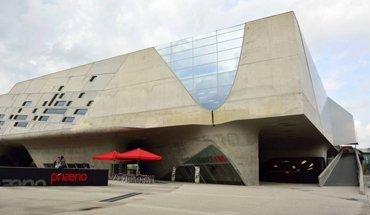 Stararchitektur: phaeno in Wolfsburg von Zaha Hadid. Bild: AlizadaStudios / iStock